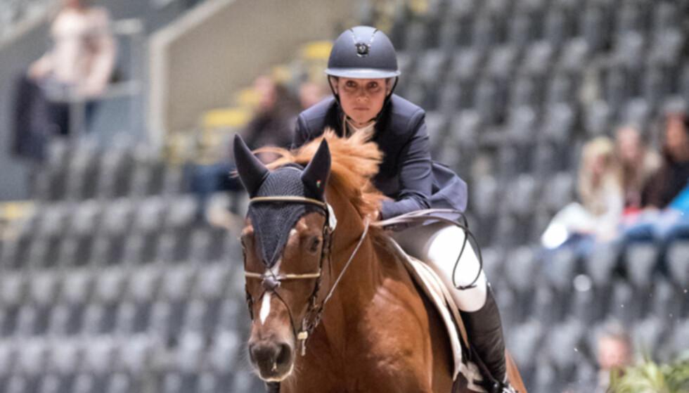 BRUDD: Slik så prinsessen ut på hesteryggen fredag ettermiddag. Senere samme dag ble det bekreftet at hun hadde brukket foten. Foto: Andreas Fadum / Se og Hør