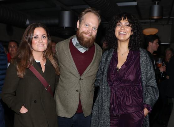 <strong>GLADE:</strong> Kristine Riis sammen med kjæresten Jon Niklas Rønning, og Maria Mena. Foto: Andreas Fadum