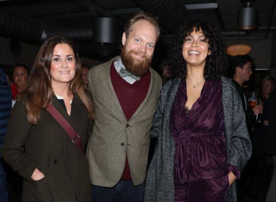 GLADE: Kristine Riis sammen med kjæresten Jon Niklas Rønning, og Maria Mena. Foto: Andreas Fadum