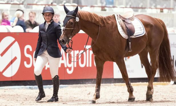 I SMERTER: Prinsessen måtte leie hesten av banen etter at hun falt av hesteryggen og brakk foten for to uker siden. Foto: Andreas Fadum