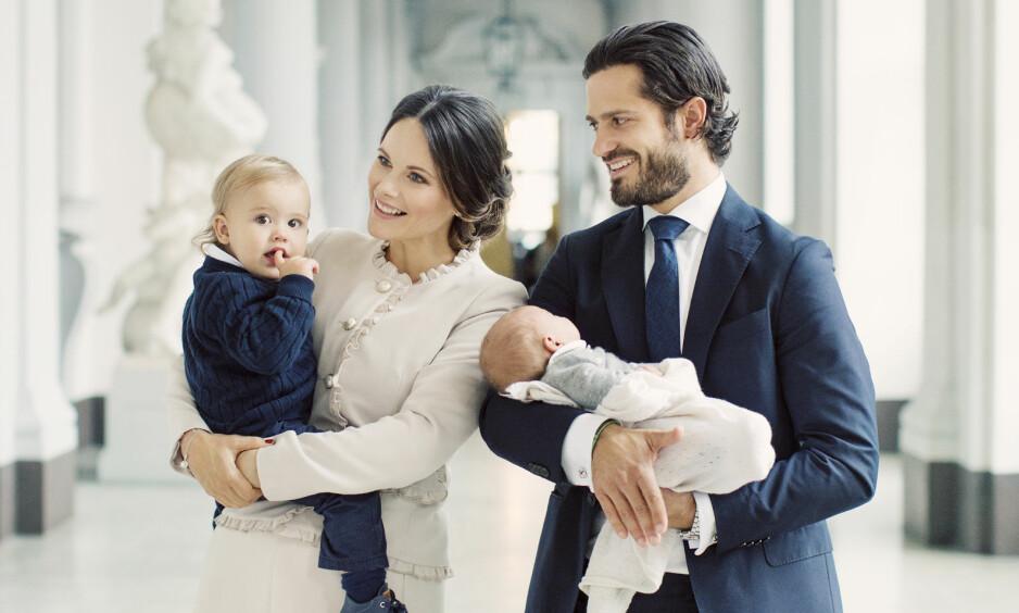 <strong>STOLTE:</strong> Prinsesse Sofia og prins Carl Philip ble foreldre for første gang i april i fjor, da prins Alexander kom til verden. I slutten av august ble de foreldre nok en gang, da sønnen prins Gabriel ble født. Foto: Kungahuset.se