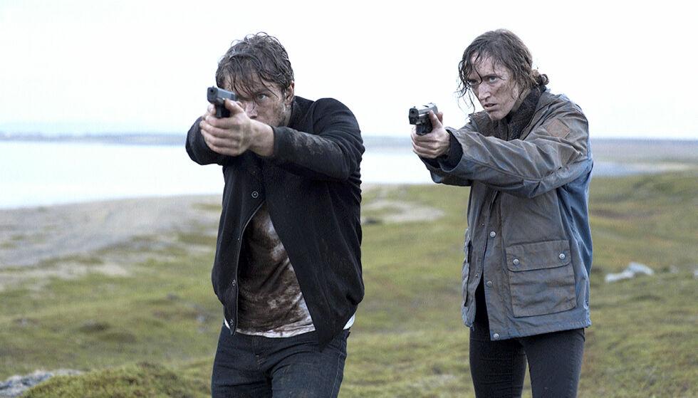 DRAMATISK: Jakob og Ingvild spiller politietterforskere i krimserien, der de jakter på en seriemorder. Foto: NRK