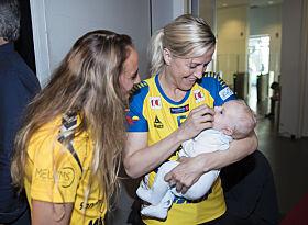 KLARE FOR VM: Heidi Løke sammen med Oscar og landslagsspiller Camilla Herrem. Foto: NTB Scanpix