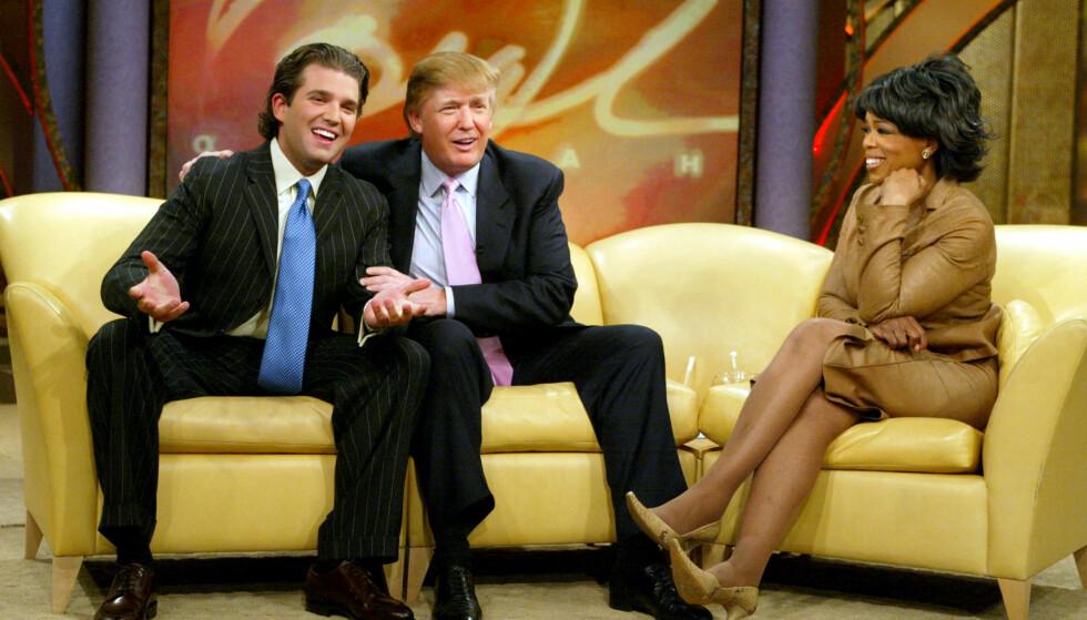 TALKSHOW-LEGENDE: Gjennom 25 år styrte Oprah Winfrey talkshow-skuta med seg selv i hovedrollen. Her med USAs nåværende president, Donald Trump, som gjest - sammen med sønnen Donald Trump Jr. Foto: NTB Scanpix