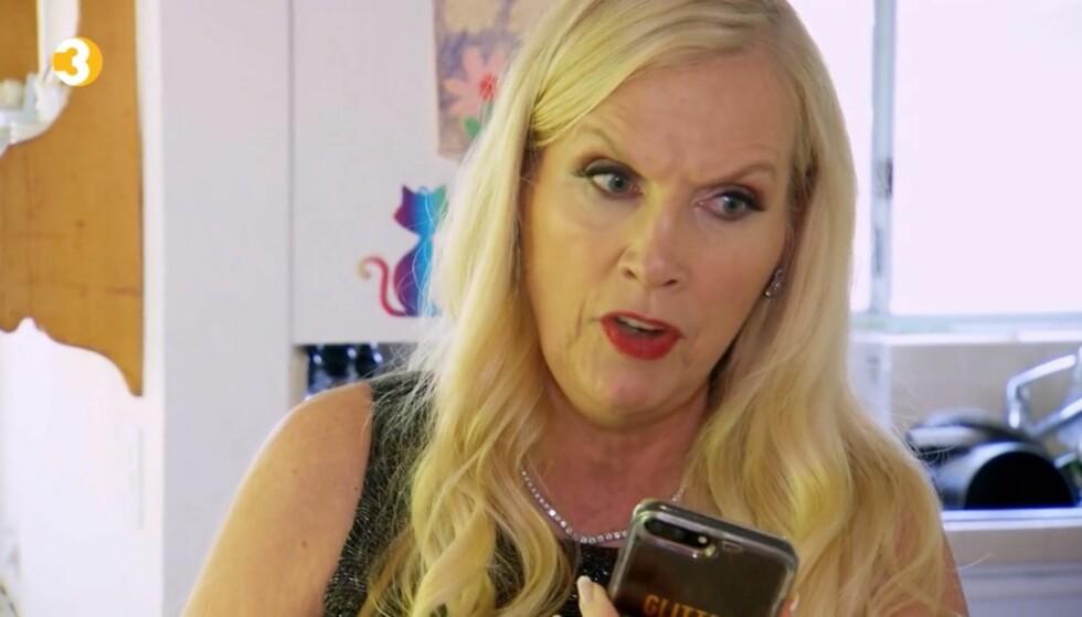 <strong>IKKE BLID:</strong> Gunilla Persson brøler inn i telefonen i høstens sesongpremiere av «Svenske Hollywoodfruer». Foto: TV3