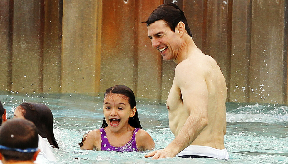 LYKKELIG FERIE: Tom Cruise og datteren på tur. Dette er siste gang de ble fotografert sammen, kort tid etter bruddet i 2012. Foto: Splash News