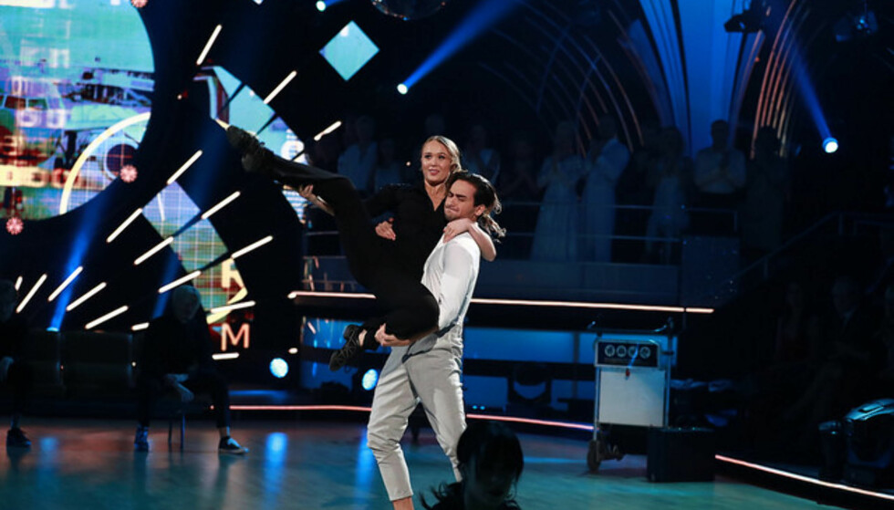 MED KJÆRESTEN: Cengiz og kjæresten Maiken danset sammen lørdag kveld. Foto: Thomas Reisæter / TV 2