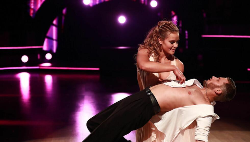 INTIMT: Helene og Jørgen kastet seg rundt på gulvet til følsom musikk. Foto: Thomas Reisæter / TV 2