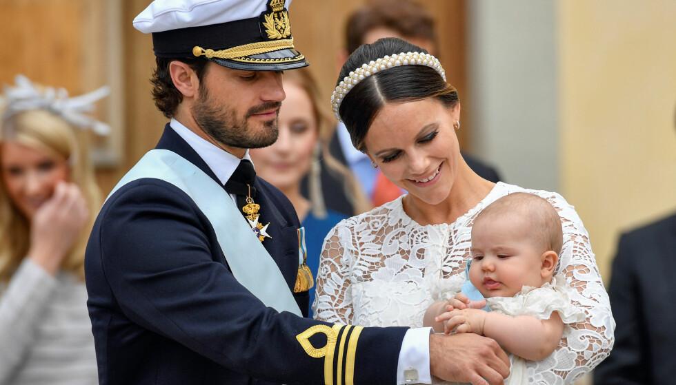 <strong>TIDLIGERE DÅP:</strong> Prins Carl Philip og prinsesse Sofia fulgte i 2016 sønnen Alexander (bildet) til dåpen. Nå må de gjøre flere endringer i tradisjonene før hans lillebror kan døpes. Foto: NTB Scanpix.
