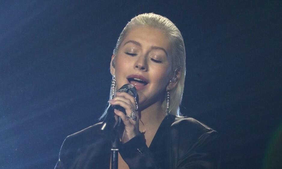 FÅR INTERNETT TIL Å KOKE: Etter sin opptreden under American Music Awards søndag fikk leppene til sangstjernen Christina Aguilera internett til å koke. Foto: NTB Scanpix