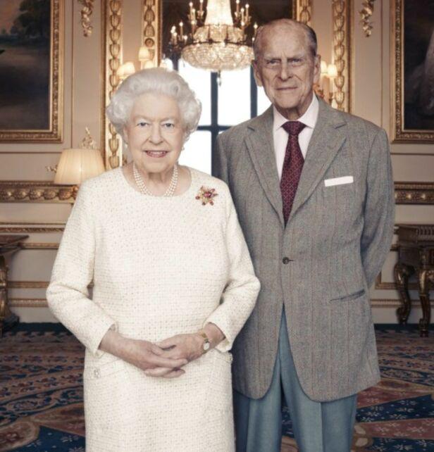HURRA: I forbindelse med bryllupsdagen, har offisielle portretter av dronningen og ektemannen blitt publisert. For 70 år siden ga de hverandre sine «ja», og de er fortsatt godt gift. Foto: Shutterstock, NTB scanpix
