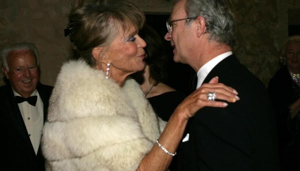 <strong>STÅR OVER:</strong> Kong Carl Gustafs søster, prinsesse Birgitta, blir ikke å se i dåpen til prins Gabriel på fredag. Hun reiser i stedet til Hongkong. Her er kongen og hans søster fotografert i hennes 70-års dag. Foto: All Over Press