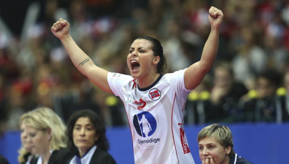 KLAR FOR VM: Kvinnenens håndball VM starter i Tyskland i dag, og vi kan nok forvente å se Nora Mørk juble i ukene fremover. Her er hun under fjorårets håndball EM. Foto: NTB Scanpix