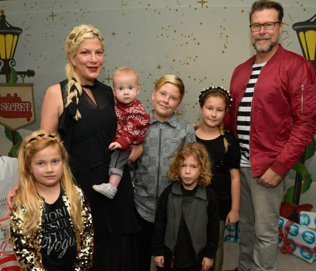 STOR FAMILIE: Tori og ektemannen Dean med barna Beau, Liam, Stella, Hattie og Finn. Foto: NTB Scanpix