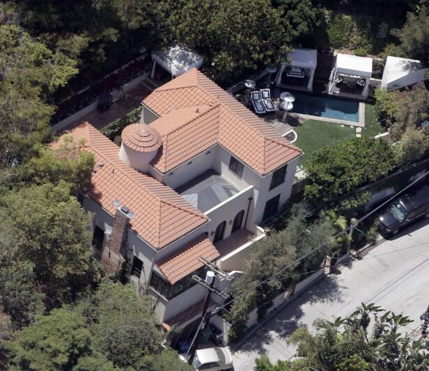 RØMT: Paris Hiltons villa i Los Angeles, fotografert i 2007. Stjerna måtte forlate huset som følge av den intense skogbrannen og medfølgende røyken i California. Foto: AP, NTB scanpix