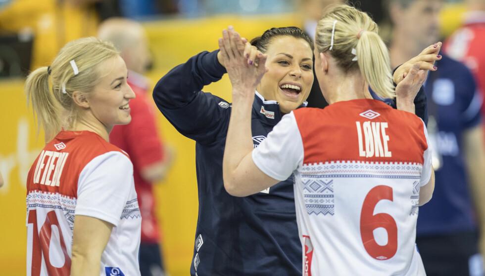 <strong>KJEMPER VIDERE:</strong> Kvinnenens håndball-VM er godt i gang i Tyskland. Her er Nora Mørk, Stine Bredal Oftedal og Heidi Løke avbildet etter kampen mellom Argentina og Norge. Foto: Vidar Ruud / NTB scanpix