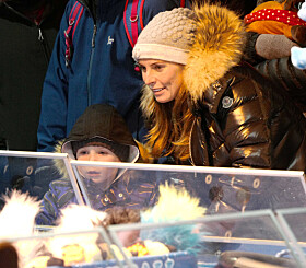 <strong>JULEMARKED:</strong> Coleen så ut til å storkose seg på julemarked i London. Foto: Splash News