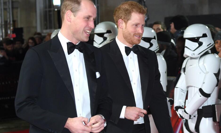 KLIPPET BORT: Britiske prins William og lillebror prins Harry under premieren av «Star Wars: The Last Jedi» i London i desember. Scenen de spilte i, ble kuttet fra filmen. Foto: Anthony Harvey / REX / Shutterstock / NTB scanpix