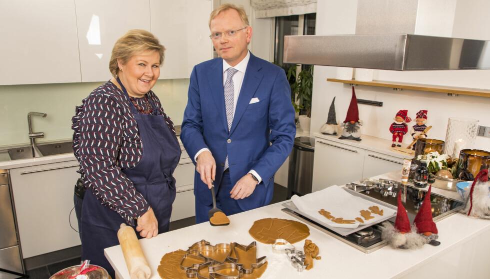 GAVEKORT: Erna Solberg sier at hun ofte kjøper gavekort til ektemannen Sindre Finnes i julegave, fordi han som sunnmøring liker å handle på romjulssalg. Foto: Tor Lindseth, Se og Hør.