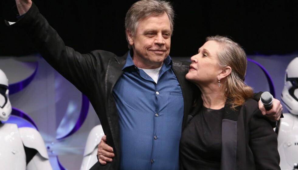 NÆRT FORHOLD: Mark Hamill og Carrie Fisher ble godt kjent som «Star Wars»-motspillere. Her er de avbildet sammen i april 2015. Foto: AFP/ NTB scanpix