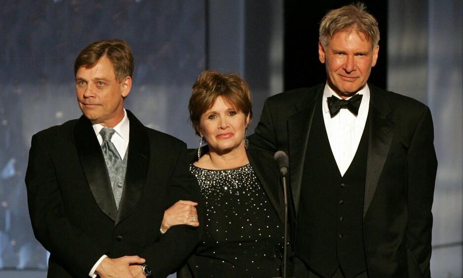 TREKANTDRAMA?: I sine memoarer hevdet Carrie Fisher at hun hadde en affære med Harrison Ford (t.h) i flere måneder under innspillingen av den første «Star Wards»-filmen. Nå røper Mark Hamill at det også slo gnister mellom ham og Fisher den gang da. Foto: NTB scanpix