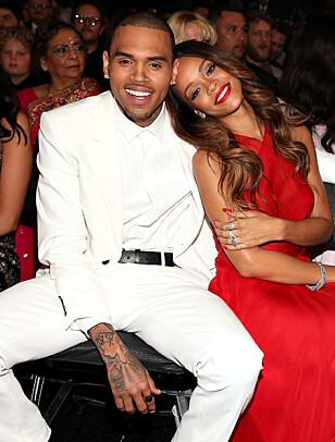 ENDTE MED SKANDALE: Rihanna og Chris Brown var et av Hollywoods mest kjente par, men forholdet tok slutt etter at Chris Brown mishandlet Rihanna i 2009. Foto: NTB Scanpix