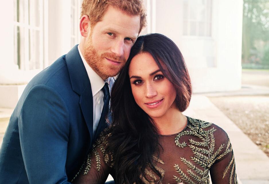 SKILLER SEG UT: Meghan Markles kjole på forlovelsesbildene med prins Harry vekker oppsikt internasjonalt. Foto: Alexi Lubomirski/Courtesy Of Kensington Palace/ Reuters/ NTB scanpix