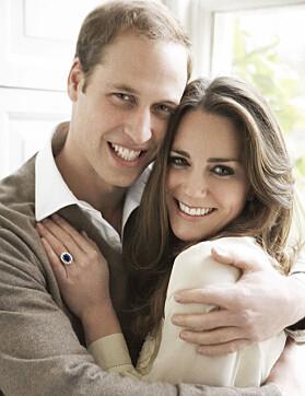 LIGNER: William og Kate poserte på en lignende måte for syv år siden. Foto: Mario Testino/ AFP/ NTB scanpix