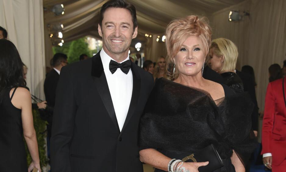 IKKE IDEELT: Da Hugh Jackman først falt for kona Deborra-Lee Furness, var de to motspillere i hans første store tv-jobb. Her er paret avbildet sammen på MET-gallaen i New York i mai. Foto: AP/ NTB scanpix