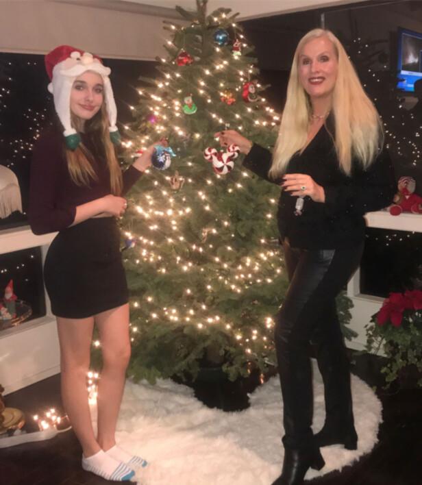 <strong>SVENSK TRADISJON:</strong> Gunilla, datteren Erika og moren Iris gjør som oss i Norge - de feirer jul den 24. Det er det nok flere amerikanere som rynker på nesen av. Foto: Privat