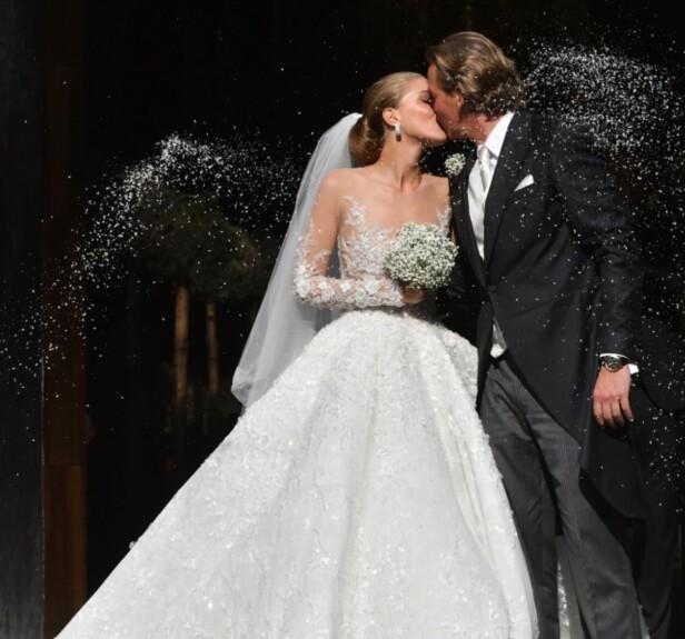 KRYSTALLER: Victoria Swarovskis kjole var dekket av 500 000 krystaller. Foto: Splash News