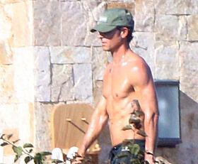 VELTRENT: Justin og Jennifer så ut til å storkose seg i Cabo. Foto: Splash News
