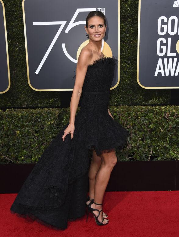 GLITTER: Heidi Klum i sort kjole fra Ashi natt til mandag i Beverly Hills. Foto: NTB scanpix