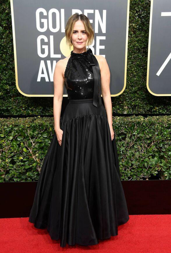 PALJETTER: Skuespiller Sarah Paulson var utvilsomt kledd i tråd med den mye omtalte kampanjen. Hun var ikledd Calvin Klein. Foto: NTB scanpix