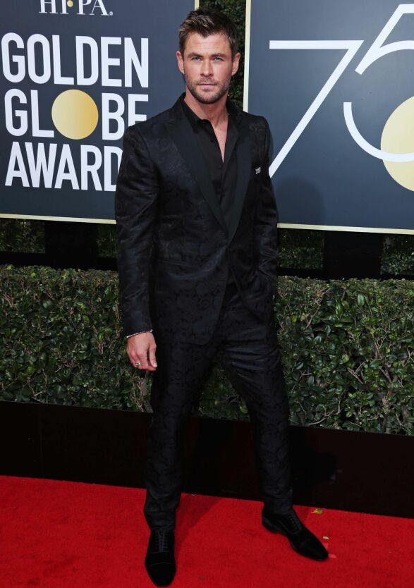 FREKK: Chris Hemsworth valgte å droppe sløyfen, og gikk heller for en oppkneppet skjorte. Foto: NTB scanpix
