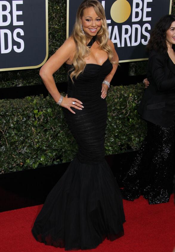 HAVFRUE: Mariah Carey gikk for en havfrue-kjole i sort - med bling på både hendene og i ørene. Foto: NTB scanpix