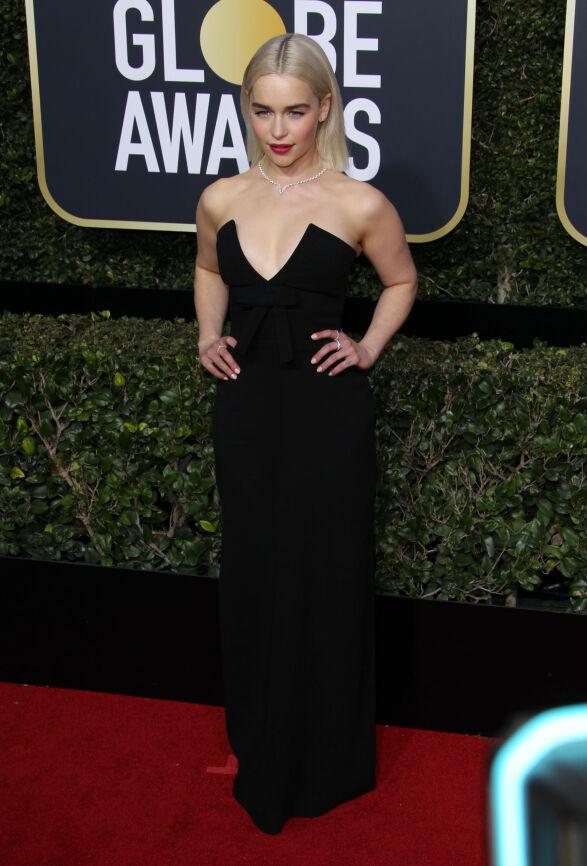 DRONNING: Emilia Clarke, for mange kjent som Khaleesi, eller Daenerys Targaryan, har farget håret blondt. På seg hadde hun en kjole fra Miu Miu. Foto: NTB scanpix