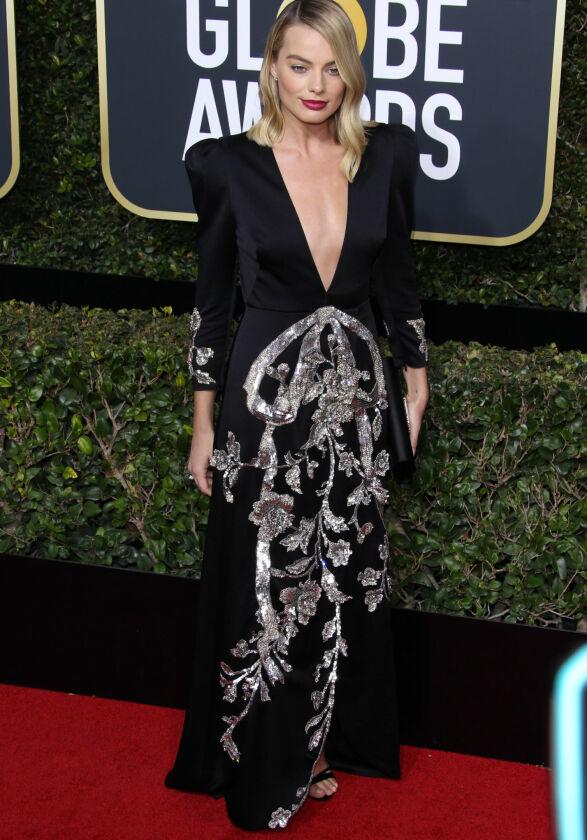 GLITTER: Margot Robbie spiller Tonya Harding, men hadde lagt fra seg 90-tallsstilen fra filmen til fordel for denne kjolen fra Gucci. Foto: NTB scanpix