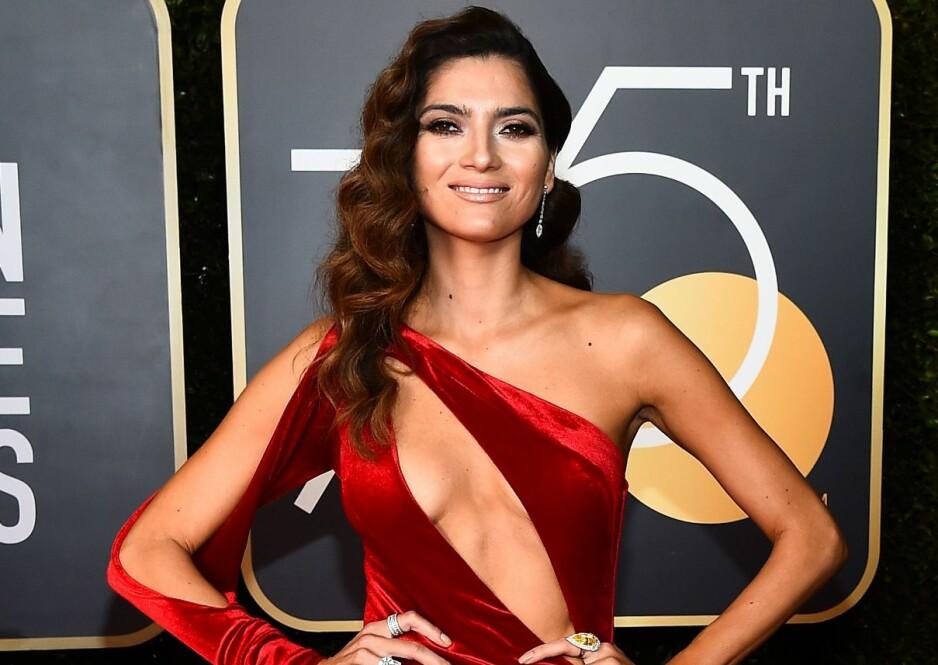 DRISTIG: Blanca Blanco valgte ikke bare rødt fremfor svart, hun viste også mye hud på Golden Globe-løperen. Foto: NTB scanpix