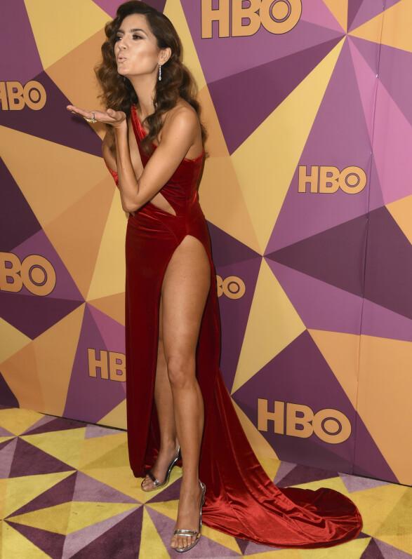 FÅR KRITIKK: Blanca Blanco droppet å skifte fra den røde kjolen til noe mer diskret før hun entret løperen på HBOs etterfest. Foto: NTB scanpix