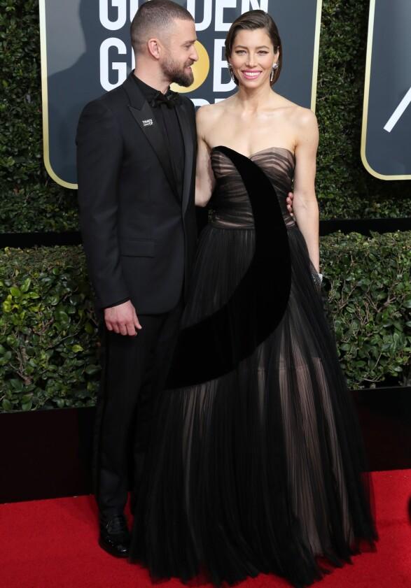 FLOTT: Jessica Biel, her med ektemannen Justin Timberlake, får skryt av Heldal: - Dette er et godt bevis på at det ikke trenger å være kjedelig selv om det er svart. Kjolen, smykkene, håret - det er Hollywood-perfeksjon! Foto: NTB scanpix