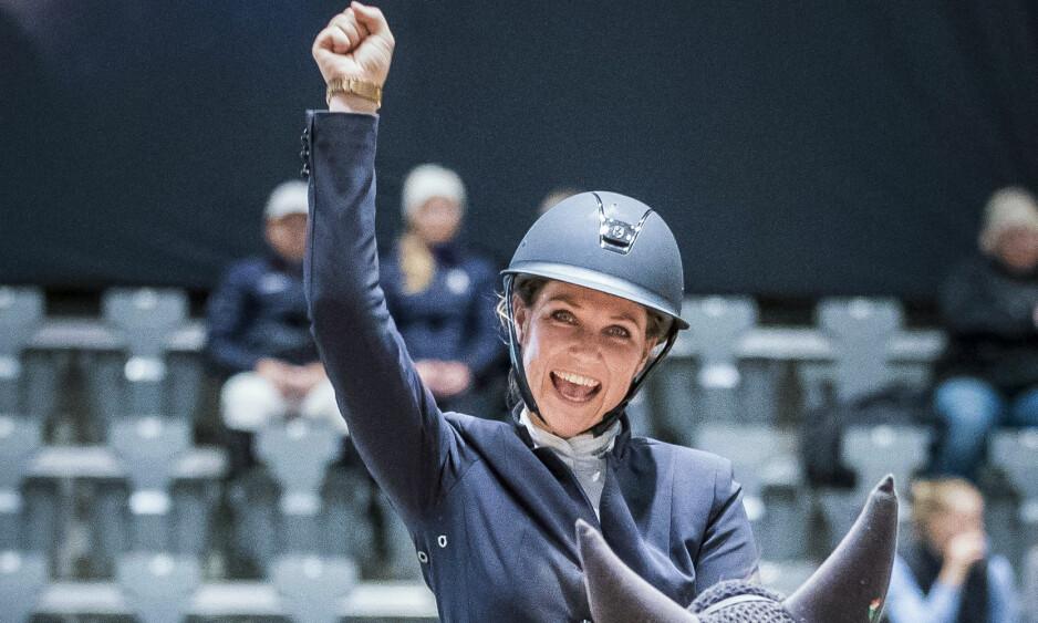 TILBAKE PÅ HESTEN: Prinsesse Märtha Louise har kastet krykkene og er tilbake på hesteryggen. Bildet er fra en tidligere anledning. Foto: NTB Scanpix