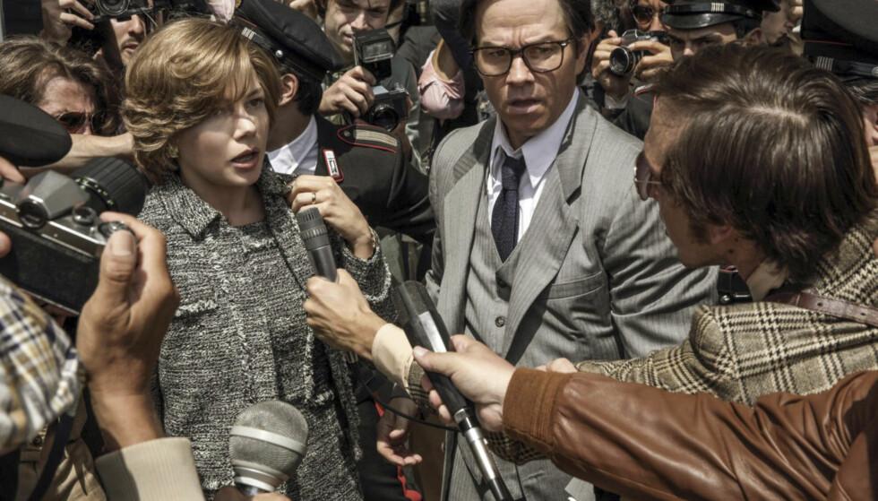 FRA FILMEN: Her ser vi Michelle Williams og Mark Wahlberg i en av scenen fra filmen «All The Money In The World.» Foto: NTB Scanpix