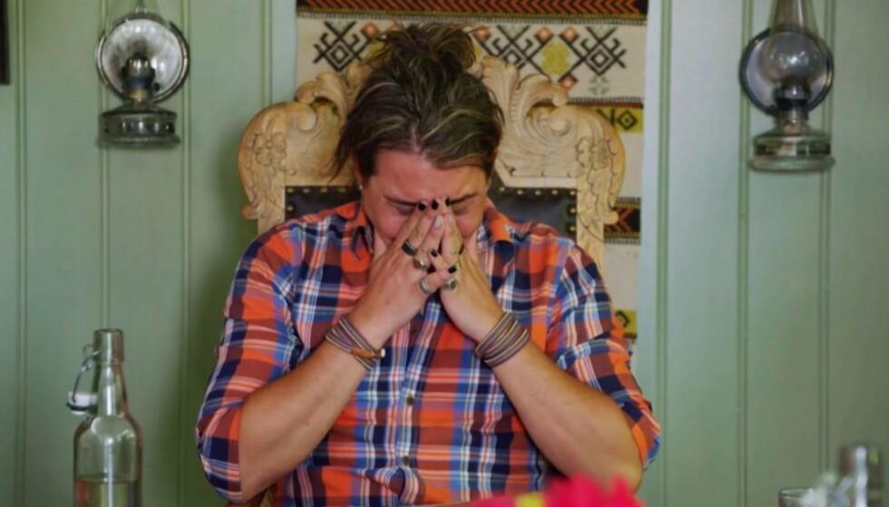 SÅRET: Farmen kjendis-deltakeren Erlend Elias innrømmer at kritikken fra seerne går hardt innpå han. Foto: TV 2