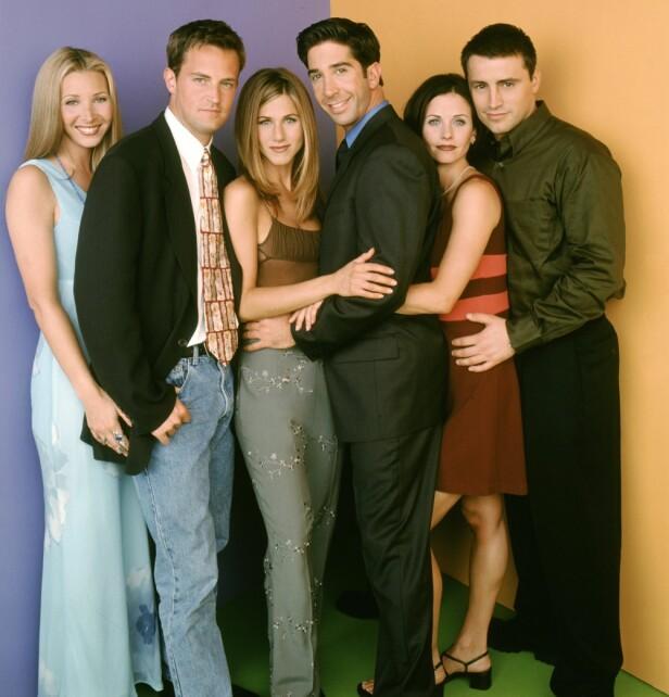 GJENGEN PÅ SEKS: Skuespillerne ble nesten stjerner over natten etter at den første episoden av «Friends» dukket opp på TV-skjermen. Foto: Warner Bros/ Discovery Networks Norway