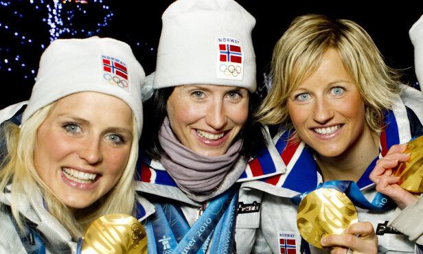 DEN GANG DA: Fra v: Therese Johaug, Marit Bjørgen og Vibeke Skofterud med gullmedaljene for seieren i langrenn, 4 x 5 km stafett for kvinner i Whistler Olympic Park under OL i Vancouver 2010. Foto: Heiko Junge / Scanpix