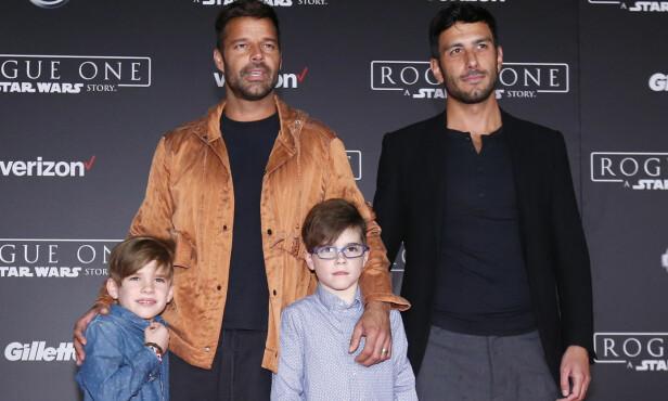 FAMILIE PÅ FIRE: Det var Ricky Martins sønner som omsider ga ham styrken til å stå frem som homofil. Her avbildet med sønnene Valentino og Matteo, samt ektemannen Jwan Yosef. Foto: REUTERS / Mario Anzuoni
