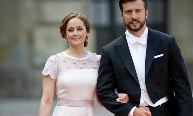 I PRINSEBRYLLUP: Da prins Carl Philip giftet seg med Sofia Hellqvist sommeren 2015, var Sofia storesøster Lina (t.v.) og kjæresten Jonas Frejd blant gjestene. Kort tid senere giftet de to seg også. Foto: Jon Olav Nesvold / NTB scanpix