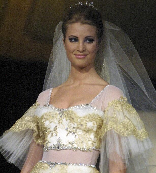 MODELL: Eva Sannum avbildet under et Nora Farah-show, der hun viste frem brudekjoler. Foto: All Over Press/ Se og Hør