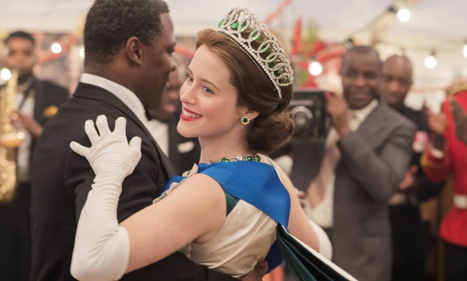 ULIK LØNN: Claire Foy er nok blitt den største stjernen i Netflix-serien «The Crown», men har tjent mindre enn motspiller Matt SMith. Foto: Alex Bailey/ Netflix/ Kobal/ REX/Shutterstock/ NTB scanpix